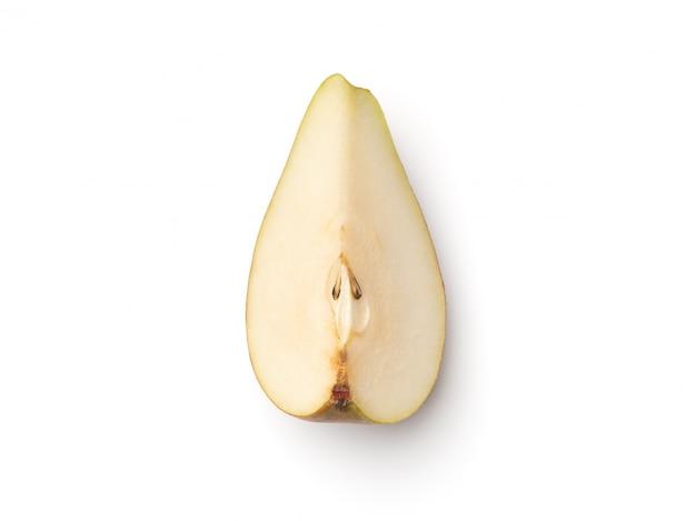 Frische birnen in viertel geschnitten, isoliert auf weiß