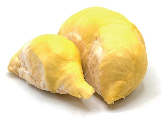 Frische durianfrucht lokalisiert auf weißer wand