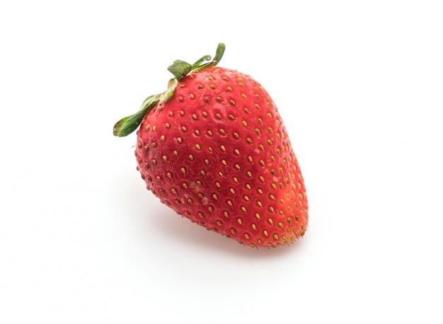 Frische erdbeeren auf weiß