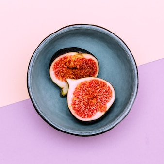 Frische feigen. rohe früchte vitamine konzept flach laienkunst