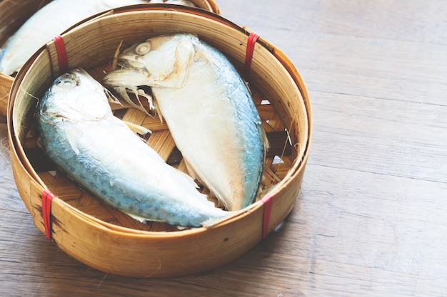Frische frische meeresfrüchte thai-tablett tier