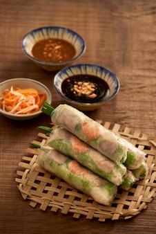 Frische frühlingsrolle, vietnamesisches essen.