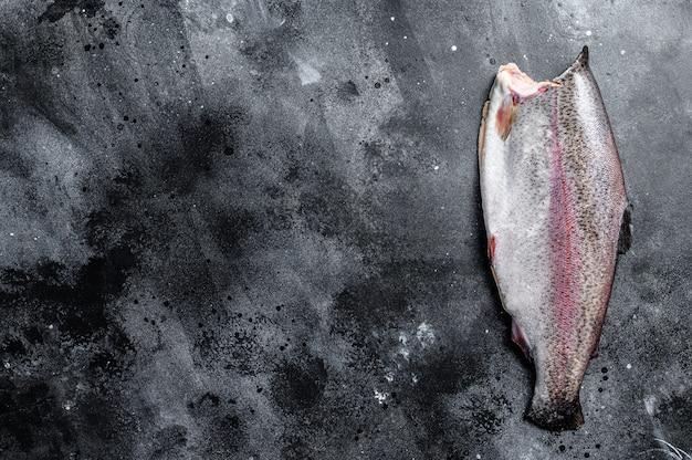 Frische ganze forellenfische. draufsicht.