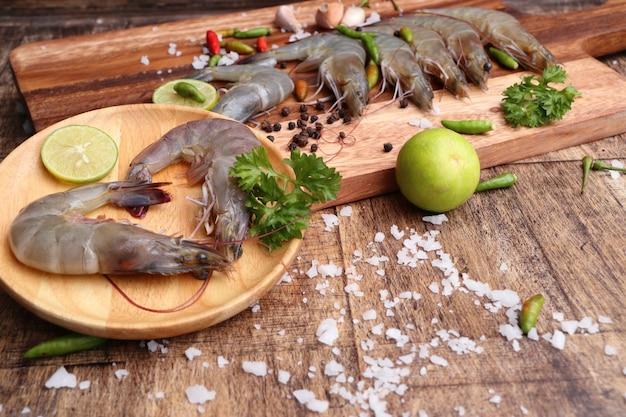 Frische garnelen zum kochen