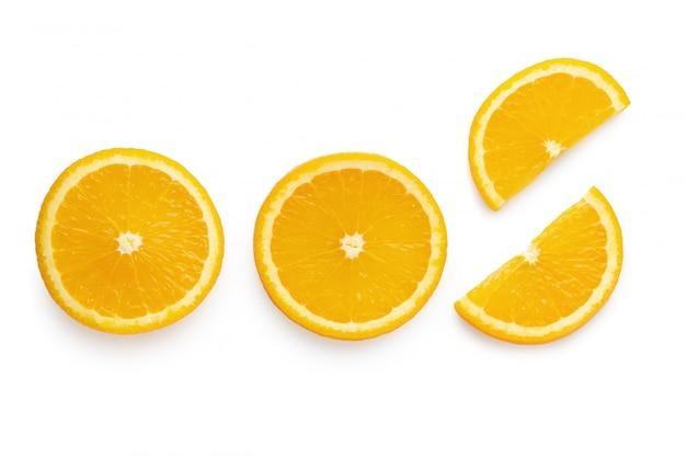 Frische geschnittene orangen getrennt