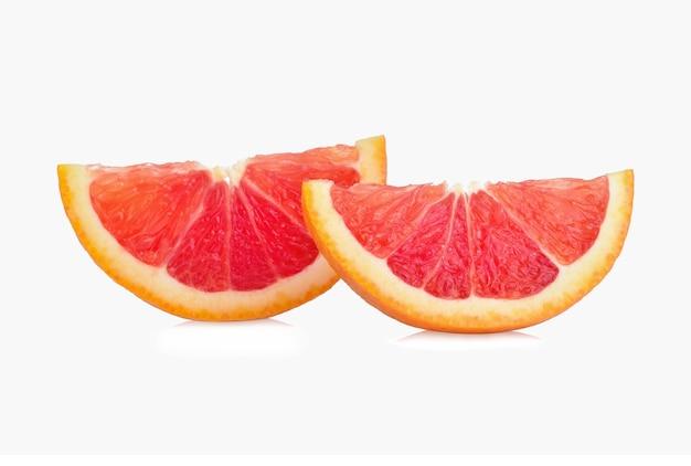Frische grapefruit isoliert auf weißem hintergrund