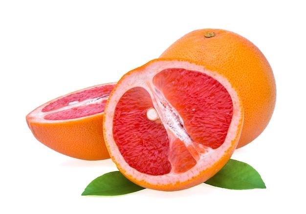 Frische grapefruit lokalisiert auf weißem hintergrund