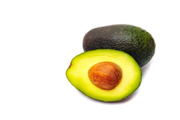 Frische grüne avocado