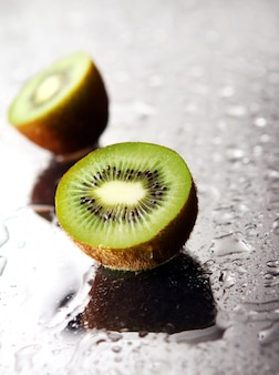 Frische grüne kiwi