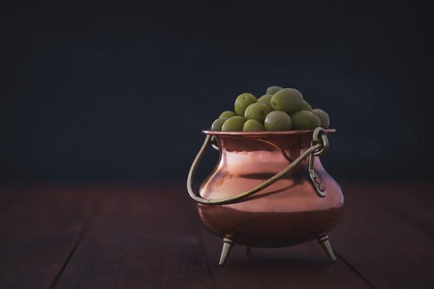 Frische grüne oliven