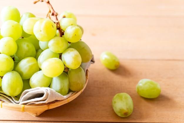 Frische grüne trauben