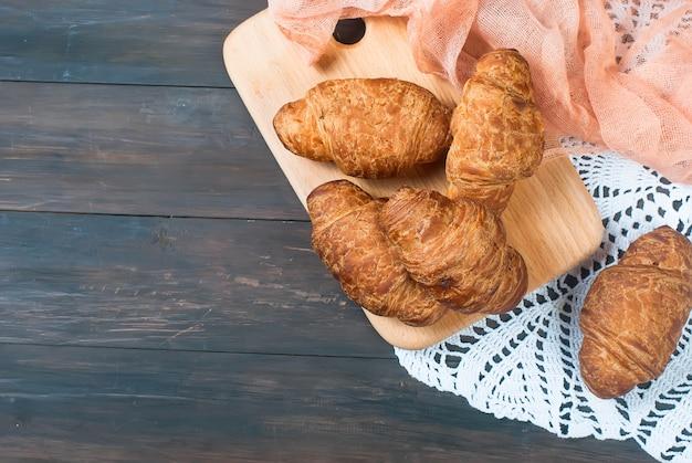 Frische hausgemachte französische croissants