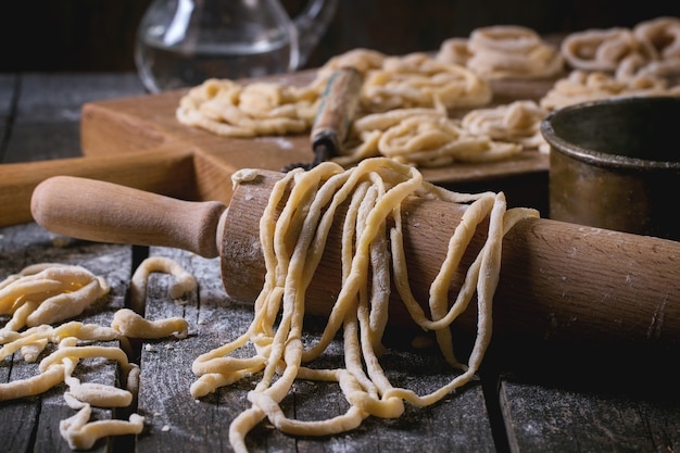 Frische hausgemachte pasta pici