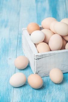 Frische hühnerfarm eier in box