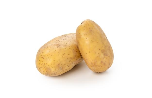 Frische kartoffel auf weißem hintergrund isoliert