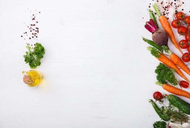 Frische kochende bestandteile würzen, gemüse. vegetarier