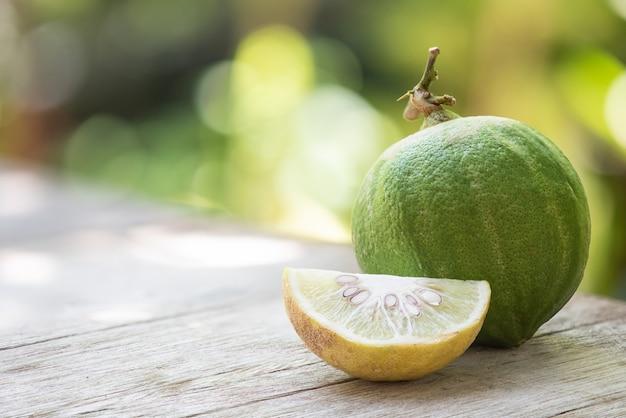 Frische kürbis-zitrone, frucht in der natur.
