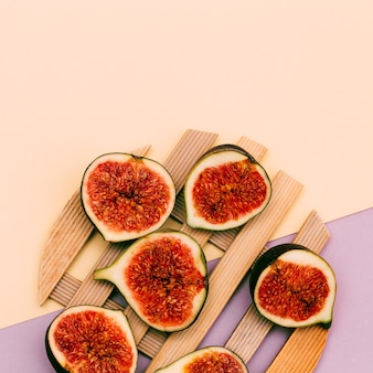 Frische leckere feigen. rohe früchte vitamine konzeptkunst