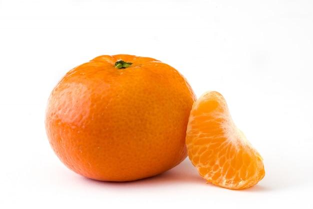 Frische mandarine isoliert