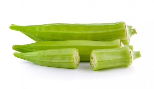 Frische okra oder grüne roselle isoliert
