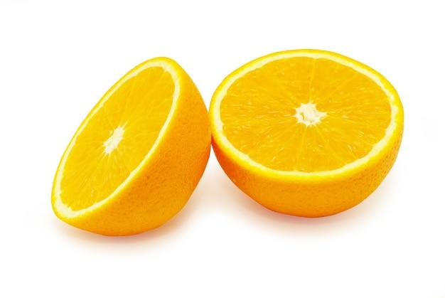 Frische orange lokalisiert auf weiß