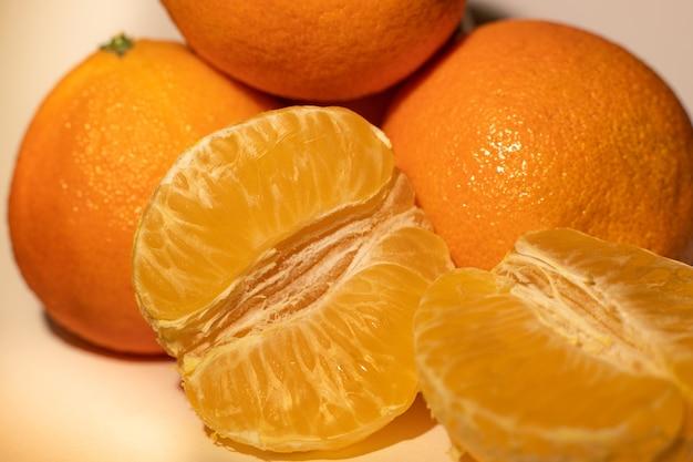Frische orange mandarinen der nahaufnahme, makrofruchtmandarine