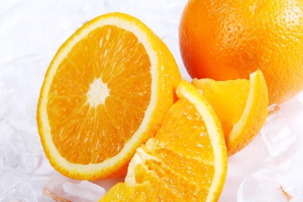 Frische orangen und eis