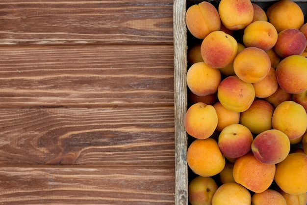 Frische organische früchte des sommers, vegetarisches gesundes lebensmittel