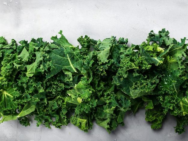 Frische organische grüne kohlhintergrundfahne.
