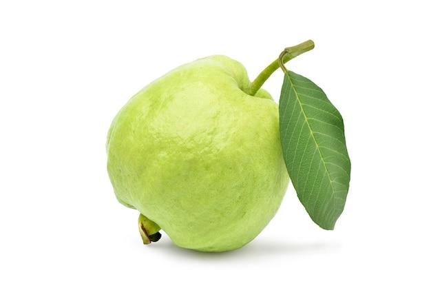 Frische organische guave lokalisiert auf weiß