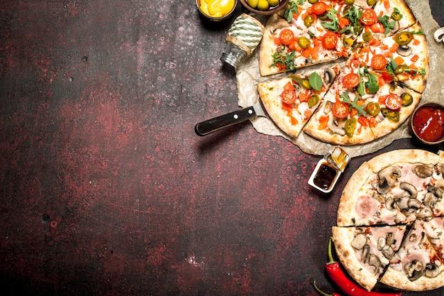 Frische pizza mit gemüse.