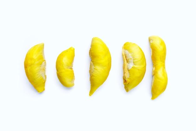 Frische reife durian auf weißer oberfläche.