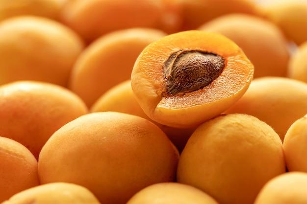 Frische reife saftige aprikosenfruchthintergrundnahaufnahme