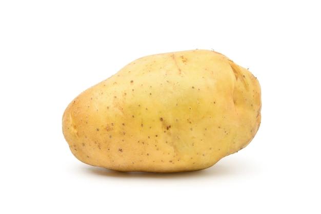 Frische rohe kartoffeln lokalisiert auf weiß