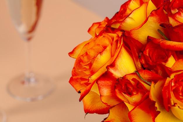 Frische rosen blühen