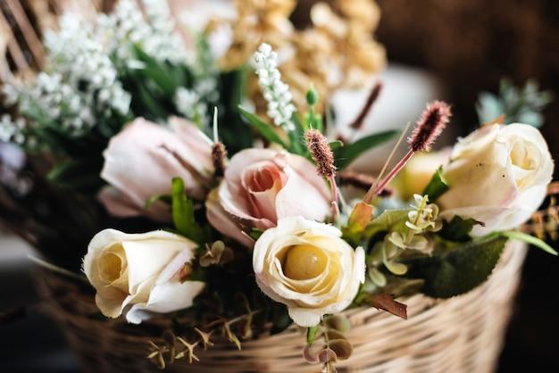 Frische rosen blumen anordnung dekorativ