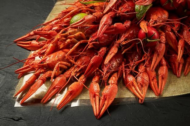 Frische rote gekochte panzerkrebse