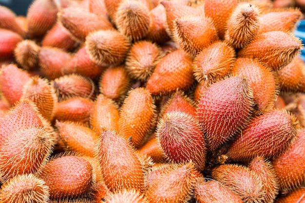 Frische rote salak-frucht, salacca-zalacca naturhintergrund