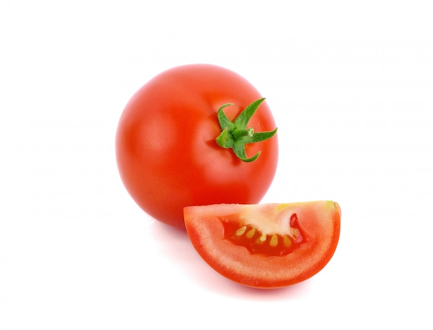 Frische rote tomate isoliert