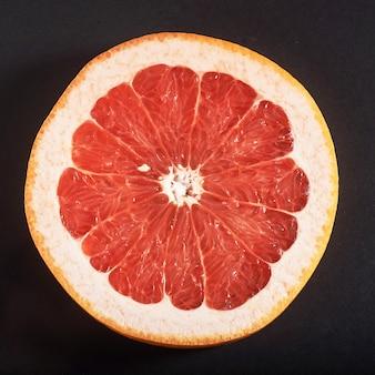 Frische saftige grapefruitscheiben.