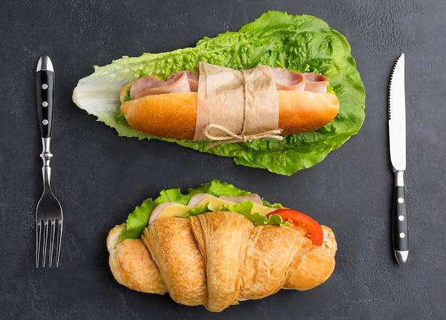 Frische sandwiches in flacher lage