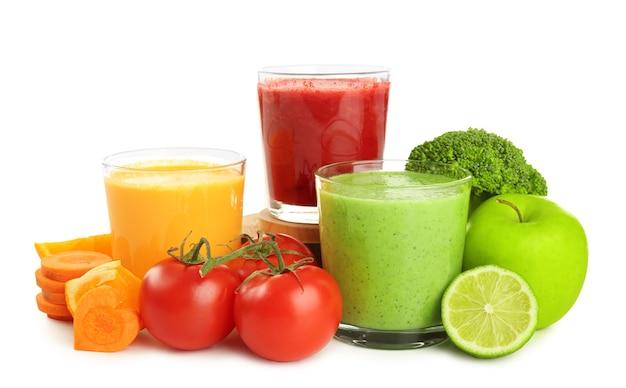 Frische smoothies, gemüse und obst
