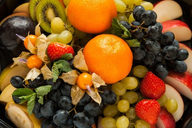 Frische süße früchte und beeren