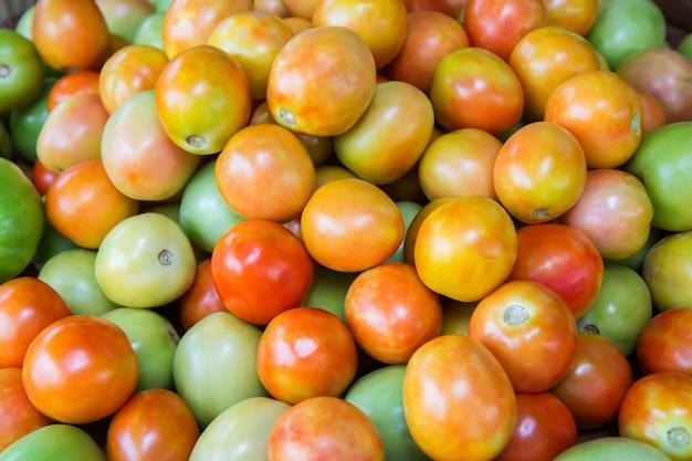 Frische tomate zum verkauf am markt