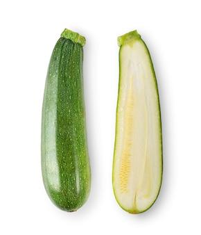 Frische zucchini auf weißem hintergrund. draufsicht