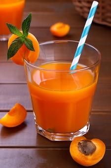 Frischer aprikosensaft