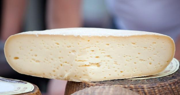 Frischer caciotta, italienischer käse