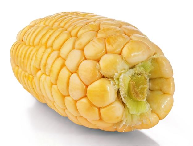 Frischer gelber mais lokalisiert auf weiß