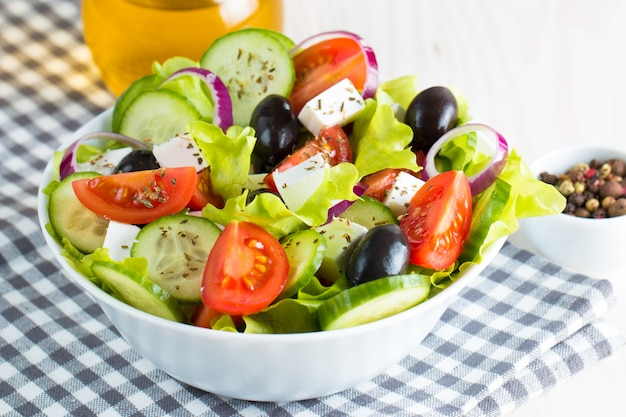 Frischer griechischer salat