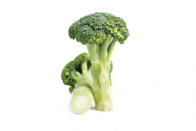 Frischer grüner brokkoli getrennt